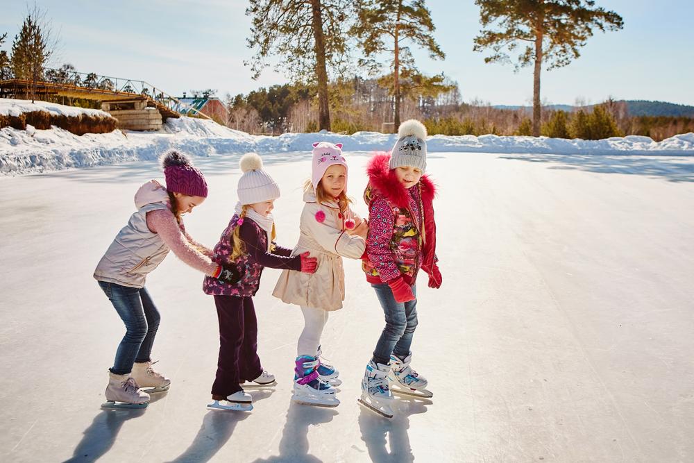 на каких коньках учить ребенка кататься