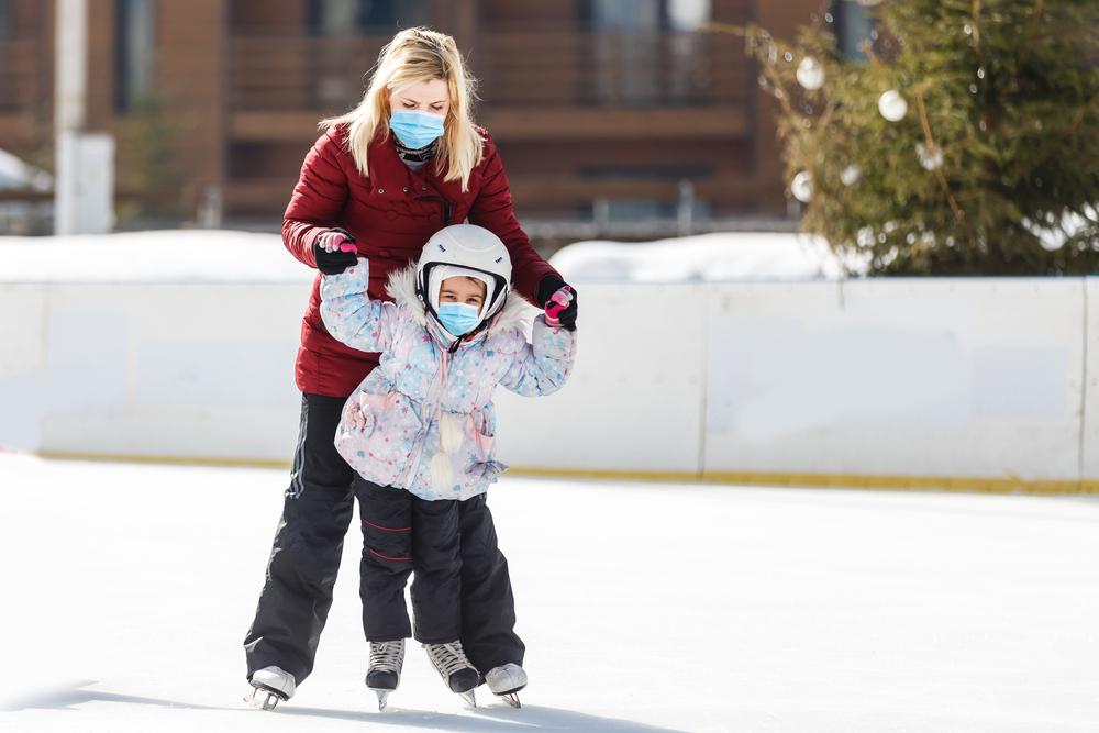ак учить ребенка кататься на коньках