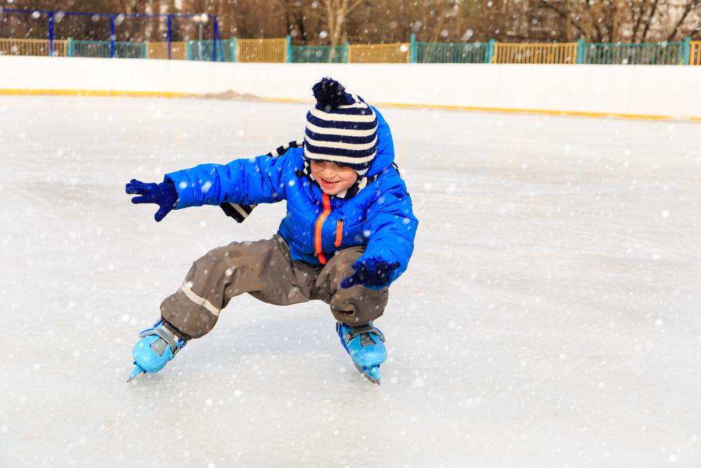 где научить ребенка кататься на коньках