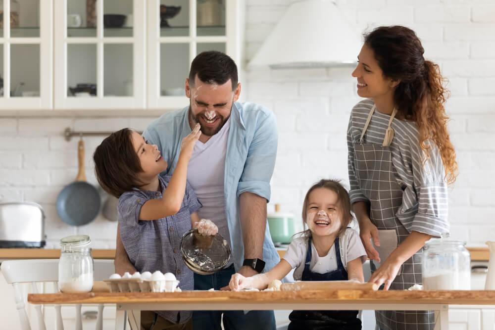чем занять ребенка дома родителям