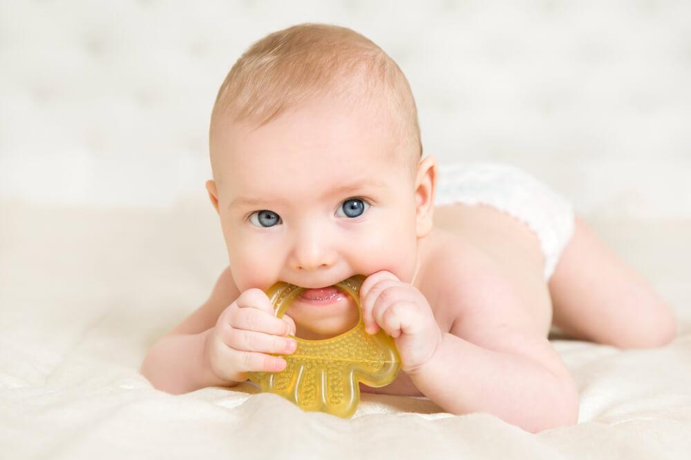 что умеет ребенок в 6 месяцев