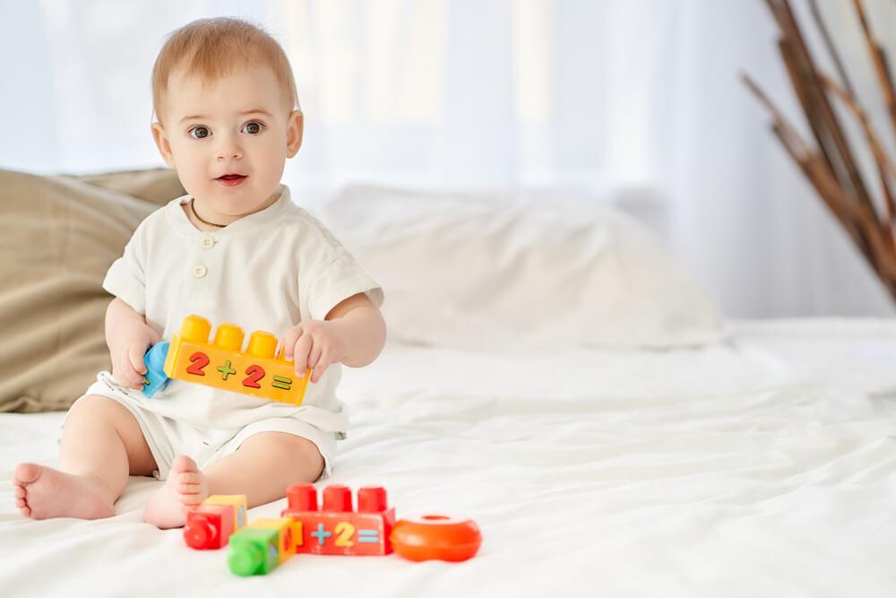 что должен уметь ребенок в 7 месяцев комаровский