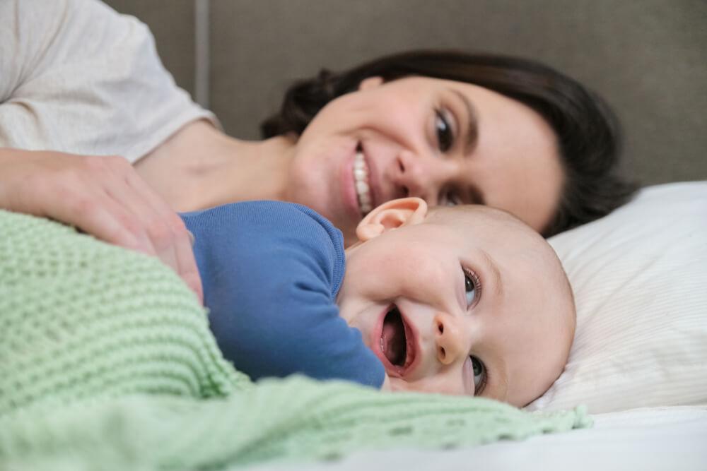 что должен уметь делать ребенок в 7 месяцев