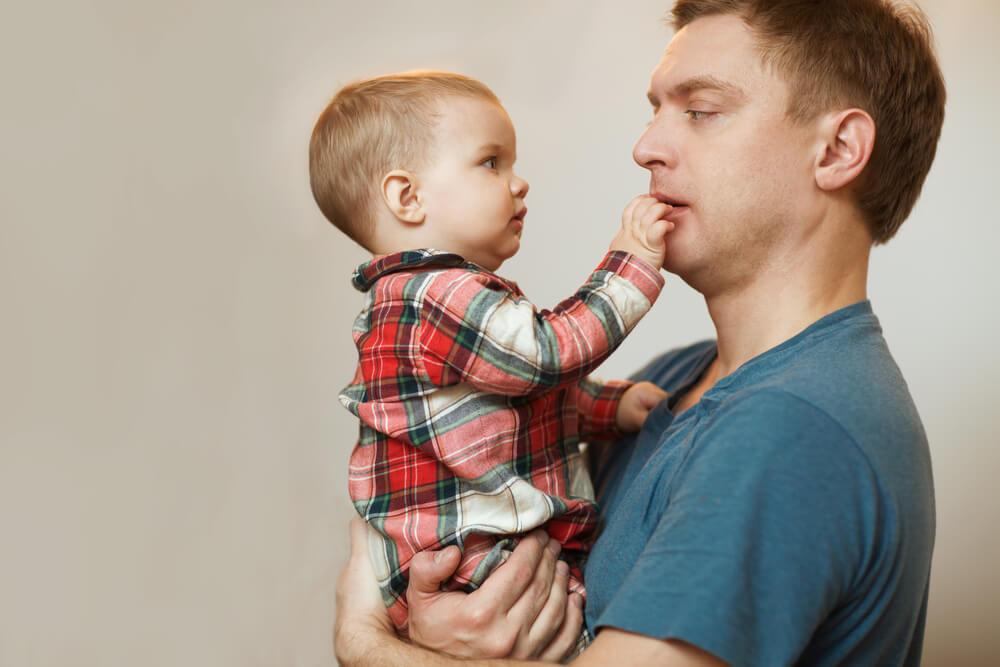 развитие ребенка в 10 месяцев видео