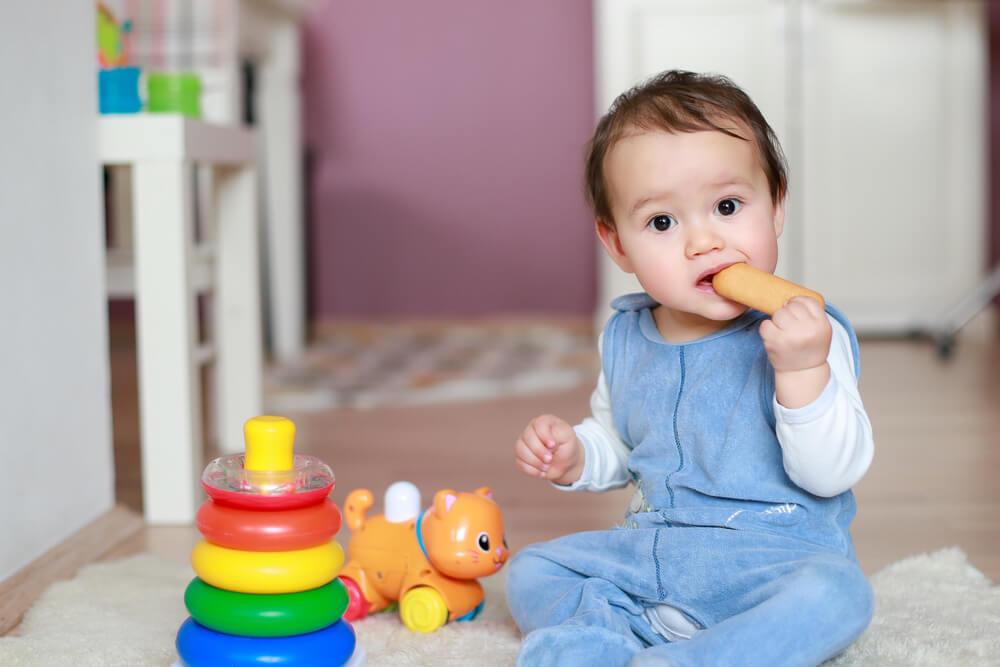 развитие ребенка в 10 месяцев комаровский