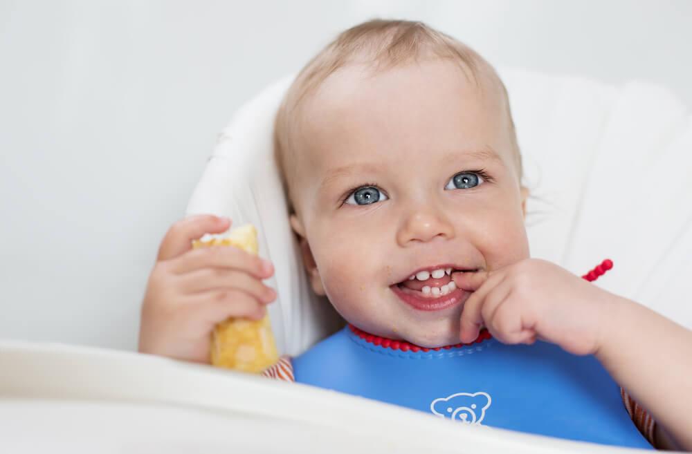 что умеет ребенок в 12 месяцев